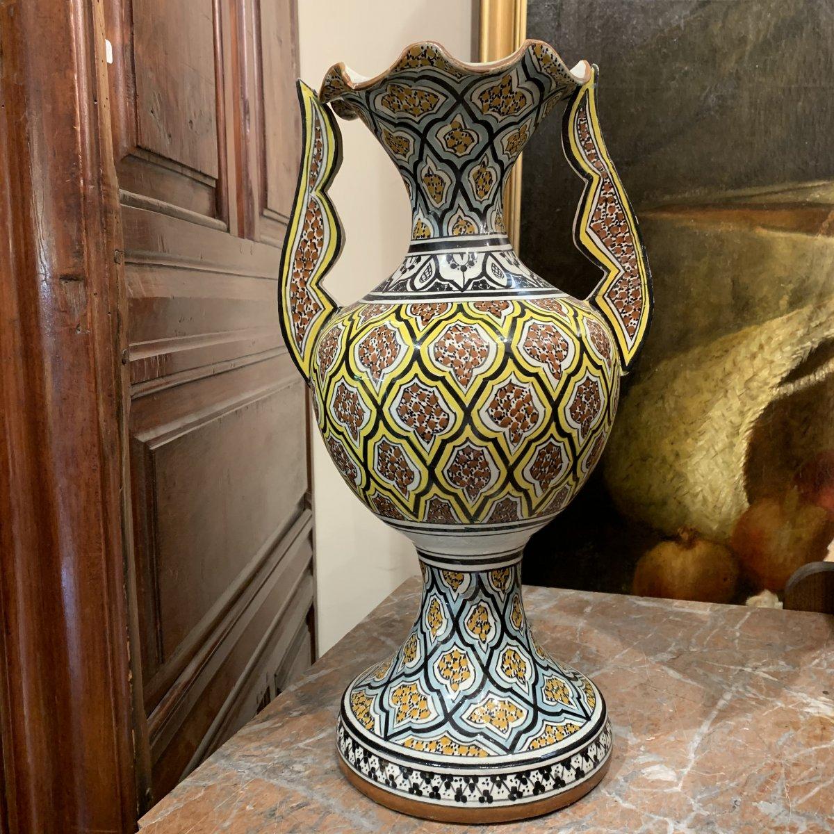 Vase à Décor De Motifs Orientaux