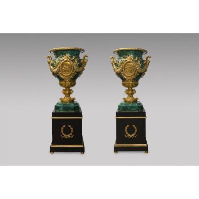 Paire de vases medicis en malachite - Style Louis XVI