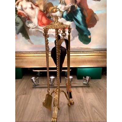 Nécessaire De Cheminée De Style Louis XVI D époque Napoléon III En Bronze Doré