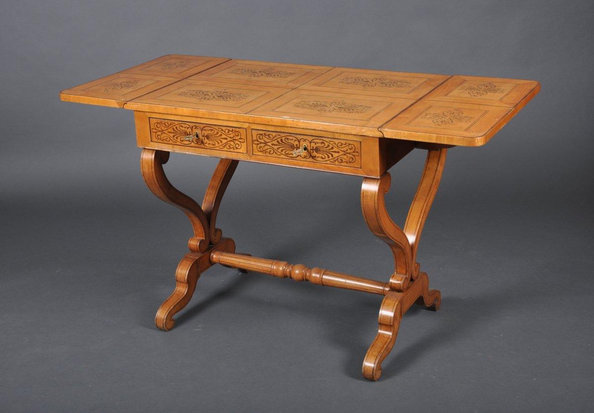 Table bureau à volets d'époque Charles X en érable moucheté.