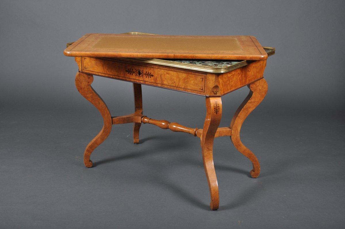 Table de salon d'époque Charles X en frêne.