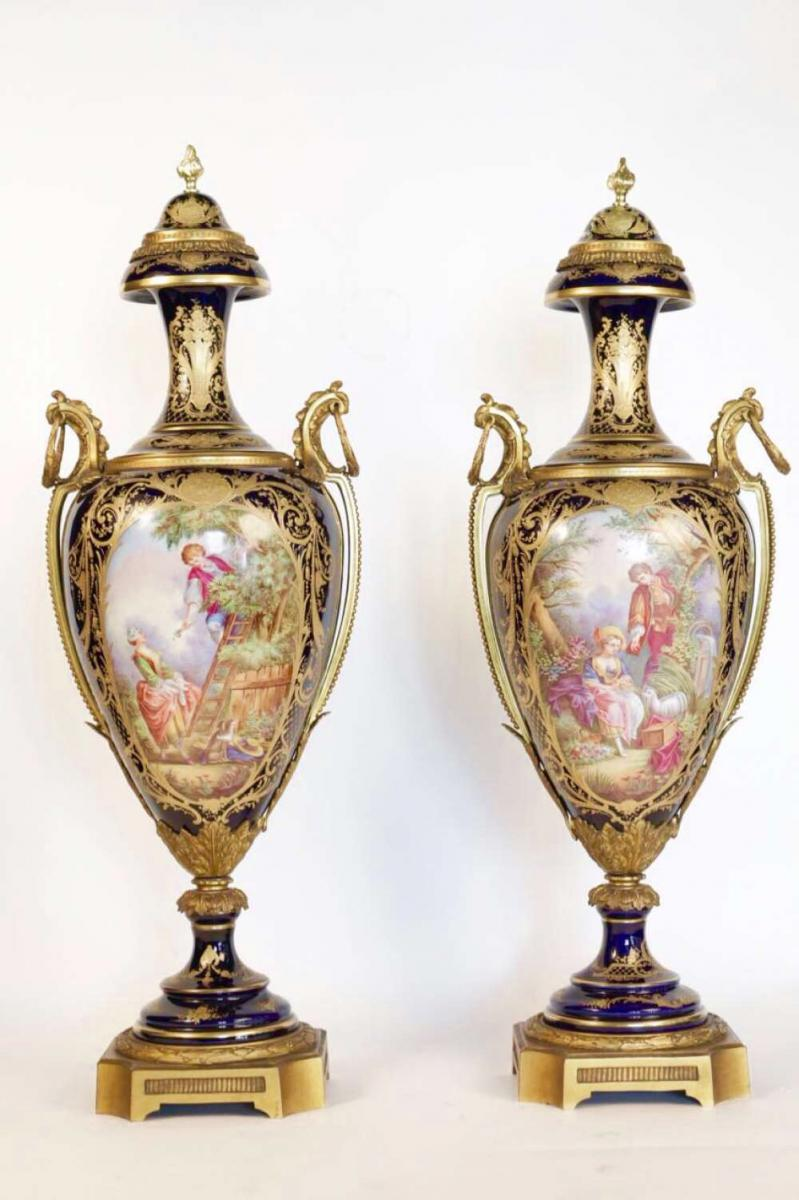 paire de vases de porcelaine de sevres et bronze epoque napoleon iii objets d coration vases. Black Bedroom Furniture Sets. Home Design Ideas