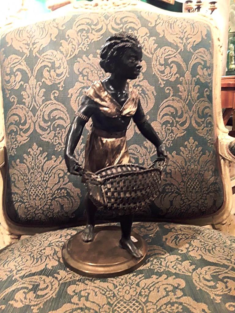 Femme Noire Porte Panier  époque  Napoléon III  Régule  Et Laiton