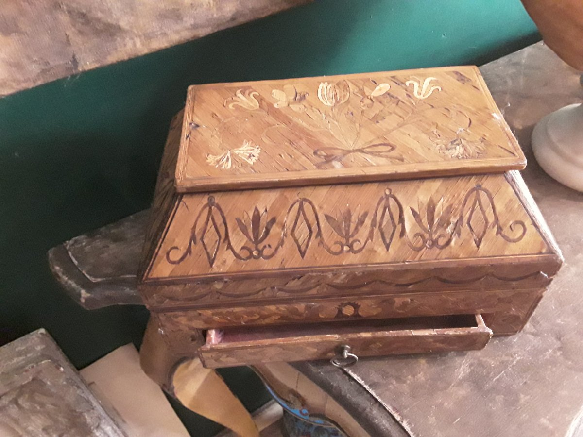 Rare Box In Sewing Marquetry Straw Of The 18th Century