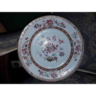 Chine Plat En Porcelaine  Polychrome De La Compagnie Des Indes  18e Siècle