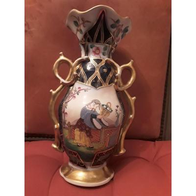 Bayeux Vase En Porcelaine  Décor Au Chinois  Période Gosse 19e Siecle