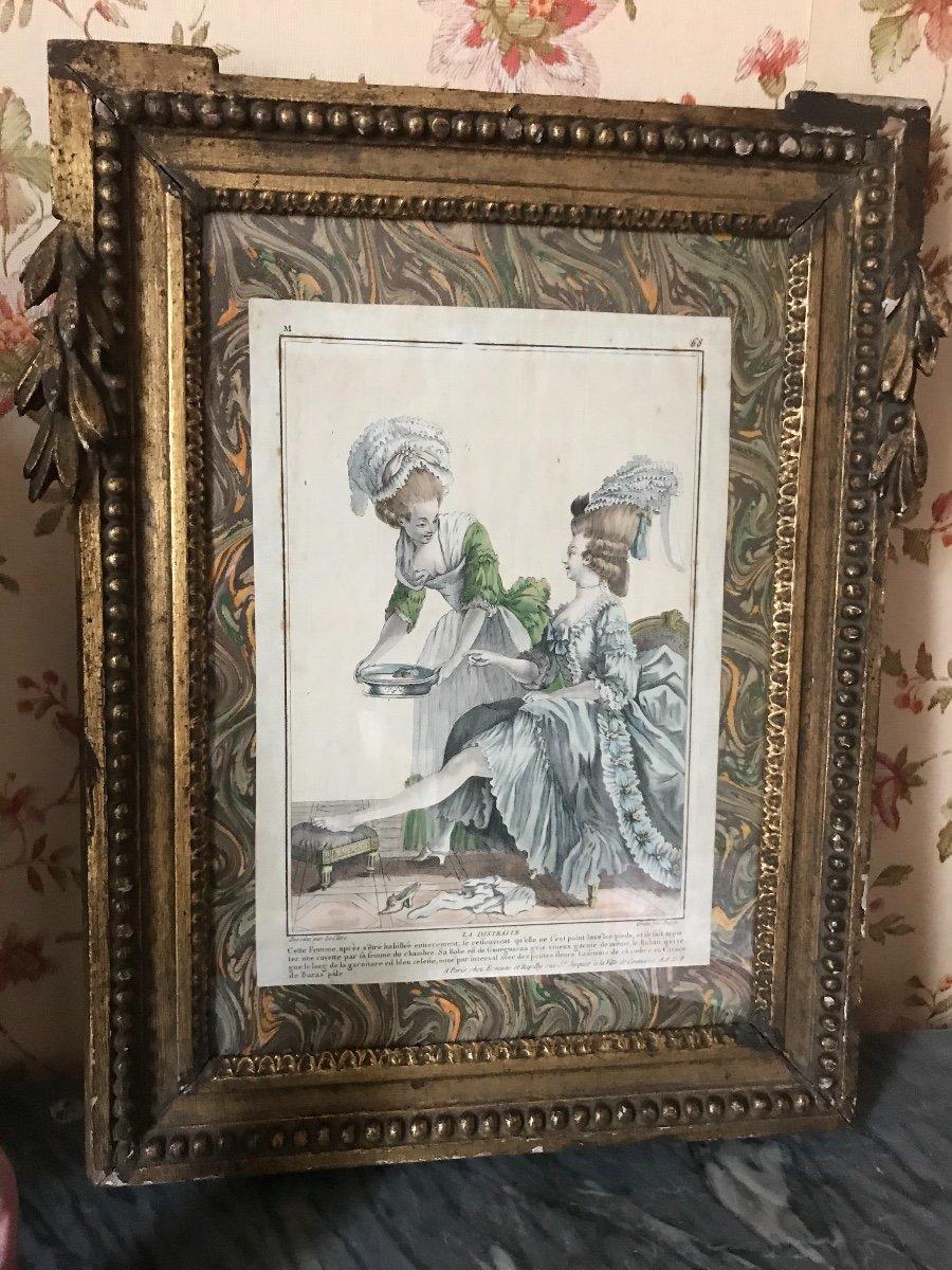 Cadre Epoque Louis XVI Avec Estampe 'toilette De Dame'