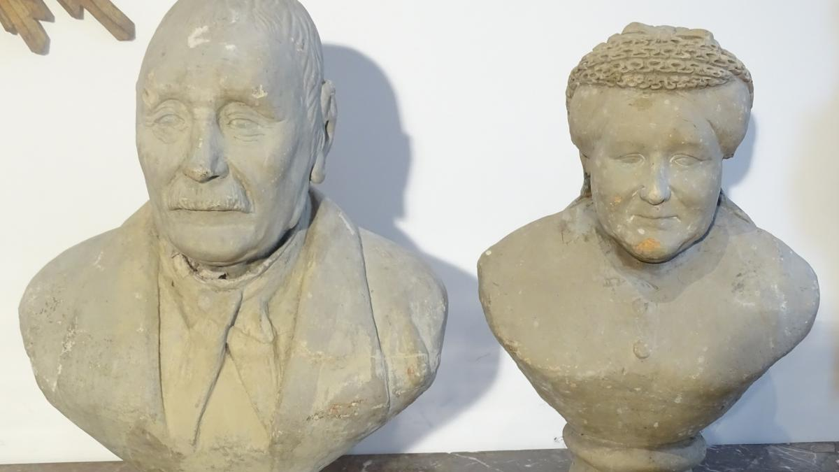 Pair Of Busts Popular Art XIX Eme In Terra Cotta