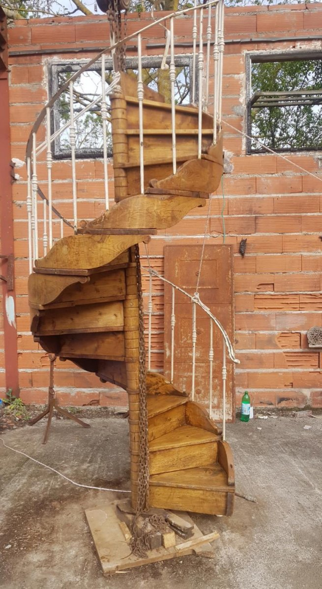 Spiral Staircase In Wood And Metal