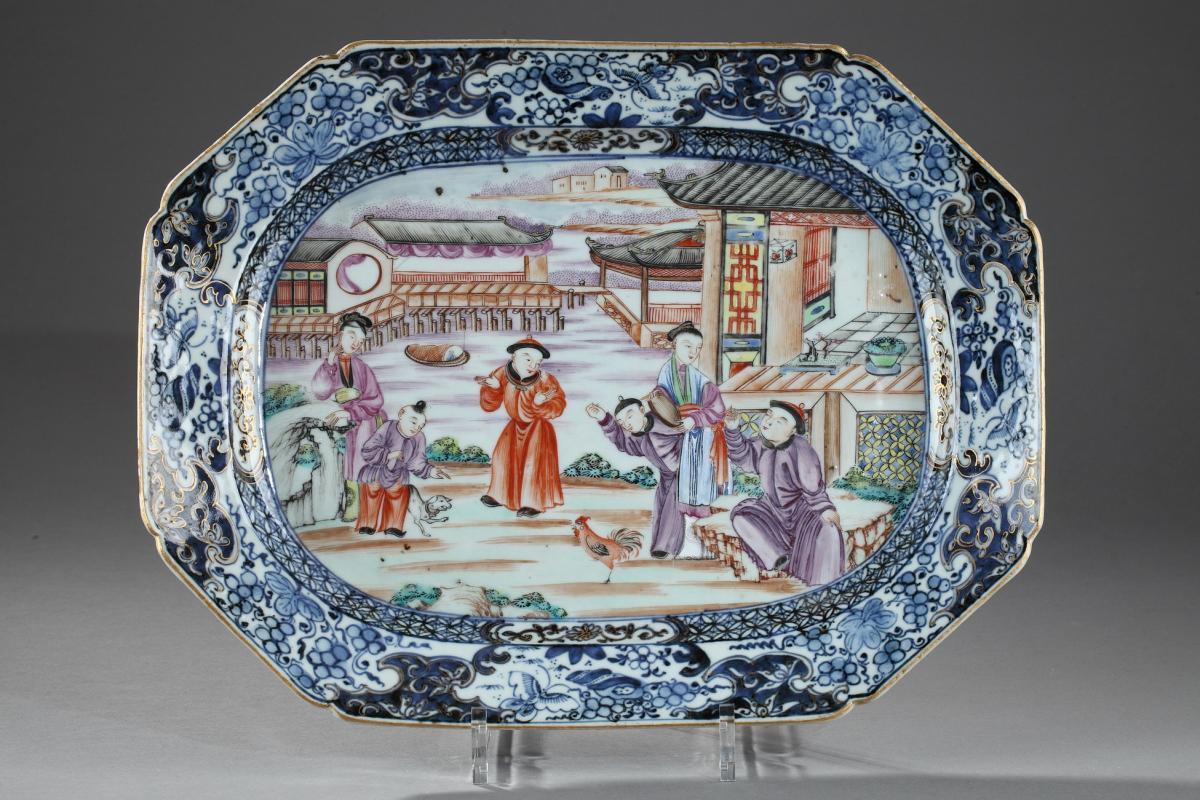 Plat Rectangulaire En Porcelaine De Chine, Période Qianlong 1736 - 1795