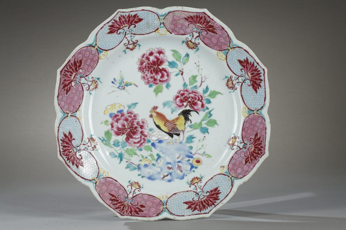 """Plat à Bords """"Fleurs De Lotus"""" Chine 18ème siècle"""
