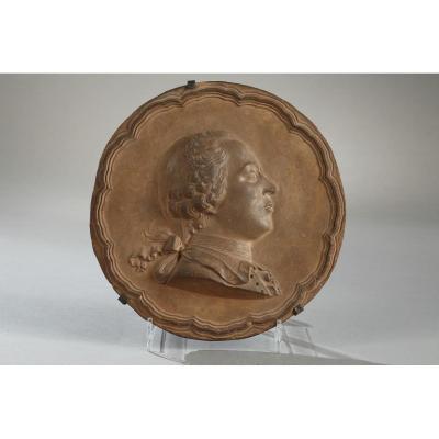 Médaillon en terre cuite par Jean Baptiste Nini (1711 - 1782)