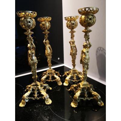 Série De Quatre Bougeoirs Au Modèle Bronze Doré
