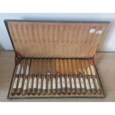 Coffret- 18 Couteaux- Vermeil Et Nacre- XIX E S.