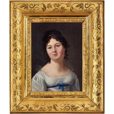 Portrait De Femme à La Robe Blanche Dans Un Cadre Gravé Et Doré. Signé Valette Pxit. Epoque XIX