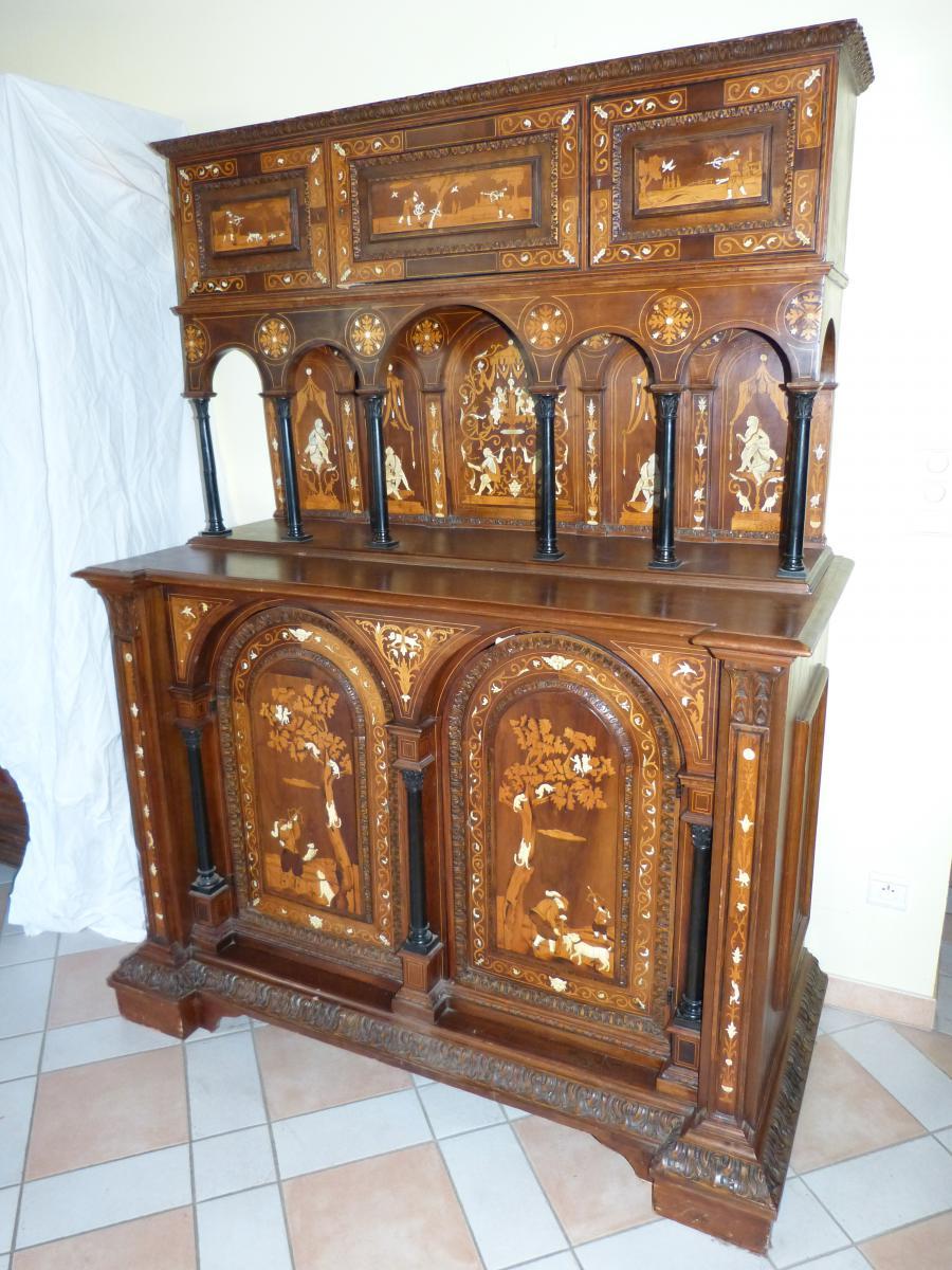 Dressoir XIX° marqueté et incruté d'ivoire décor médiéval