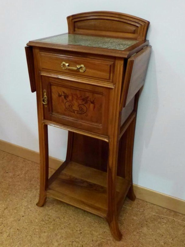 petit meuble art nouveau en noyer sign la ruche dat 1912 chevets anciens. Black Bedroom Furniture Sets. Home Design Ideas