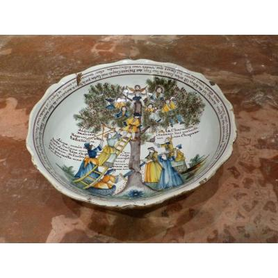 Nevers Large Hollow Dish In The Tree Of Love 1803