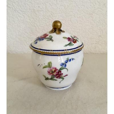 Sèvres:  Pot à Sucre ,bouret En Porcelaine 19 Eme