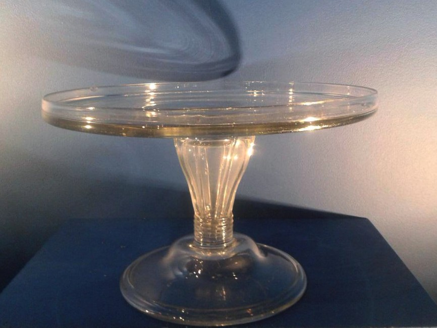 gu ridon en verre angleterre xviiie si cle vases et objets en verre. Black Bedroom Furniture Sets. Home Design Ideas