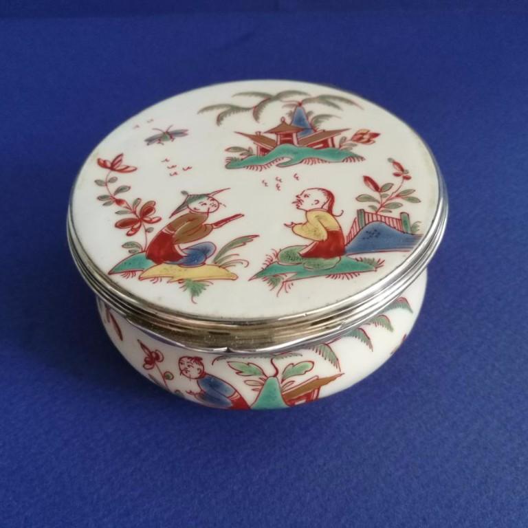 Tabatière, porcelaine tendre de Saint-cloud, 1730-1740