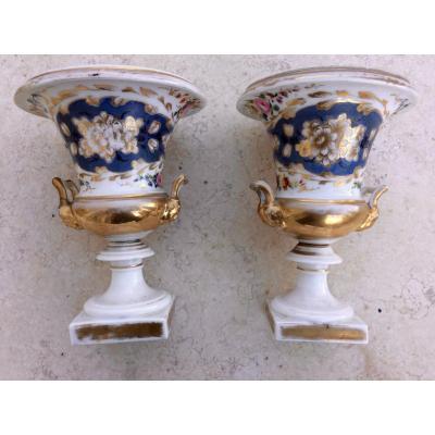 Paire De Vases Médicis En Porcelaine De Paris d'époque Charles X ( Restauration)