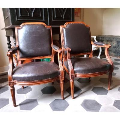 Paire de fauteuils à dossier plat ,  époque Louis XVI