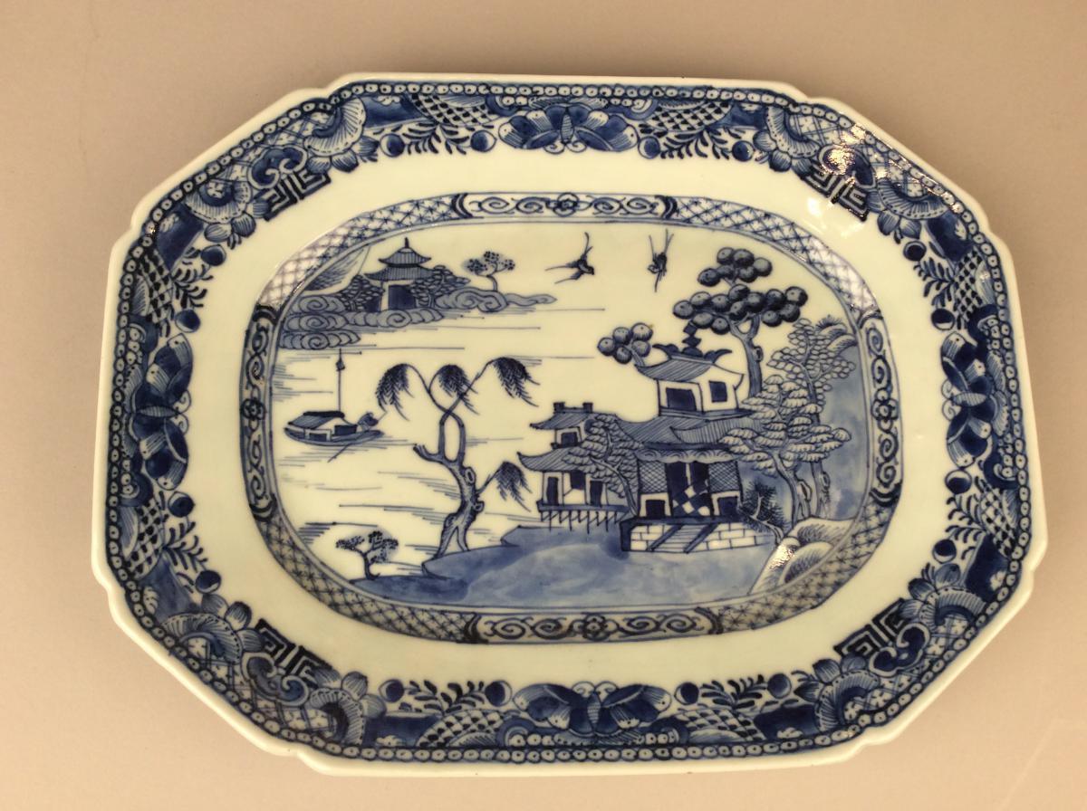 CHINE: Plat rectangulaire En Porcelaine bleu et blanc Du XVIIIème Siècle