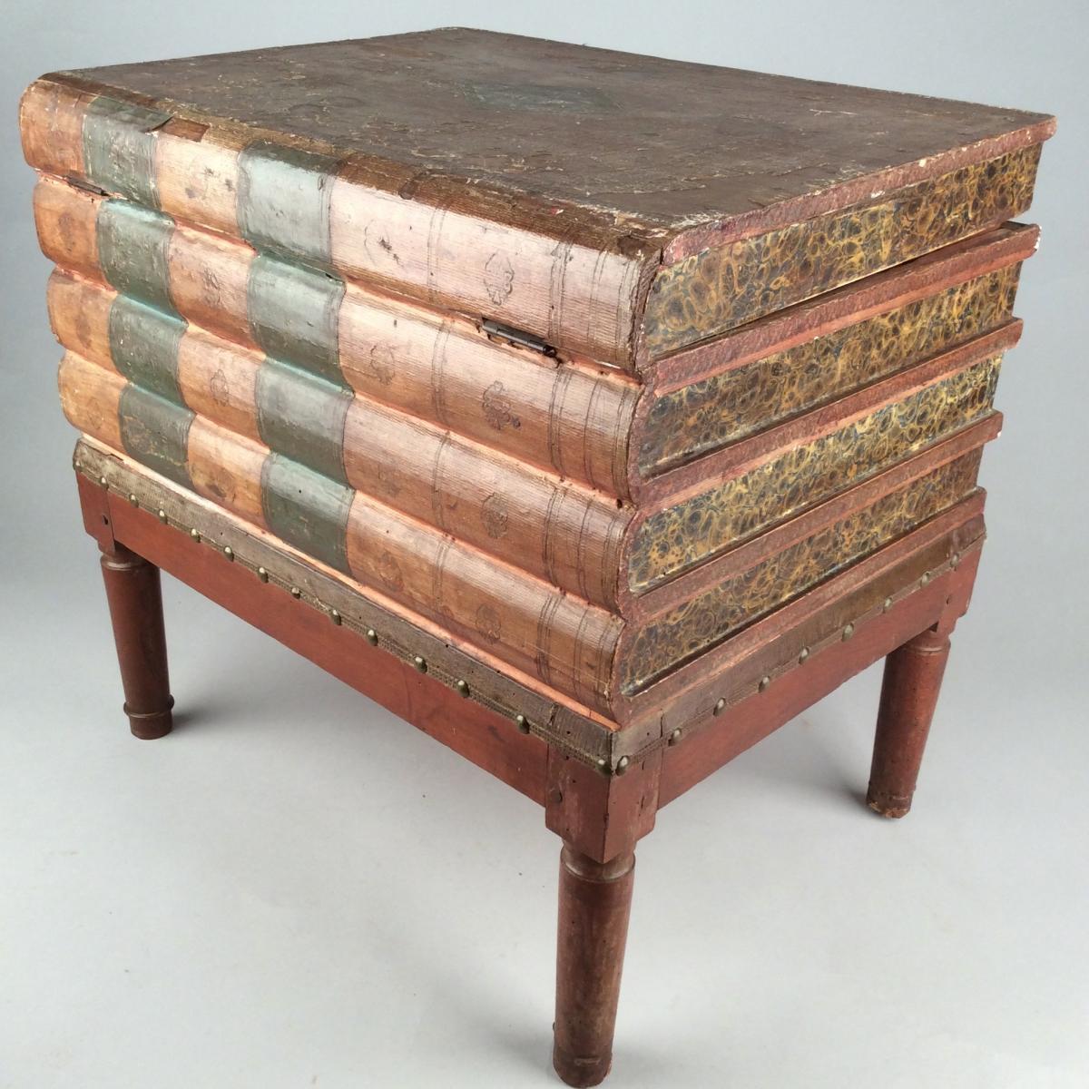 Tabouret-coffre à décor de Livres d'époque Restauration.
