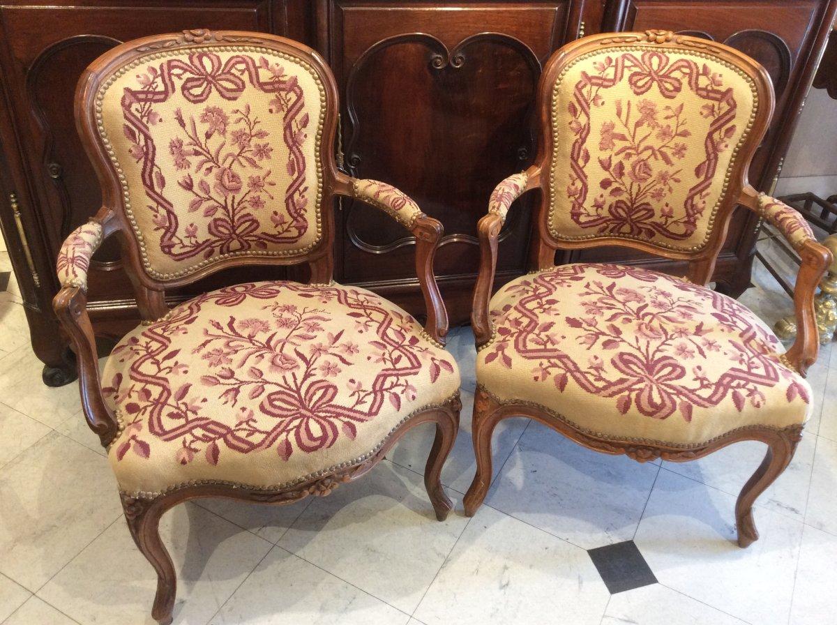 Paire De Cabriolets En Noyer d'époque Louis XV