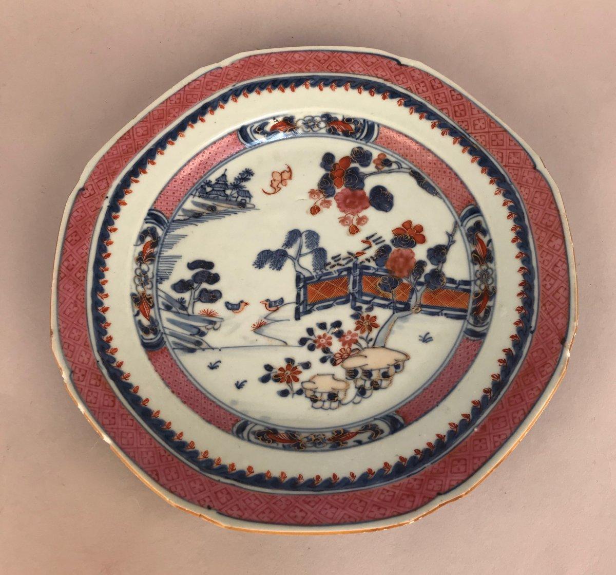 Chine Qianlong.  Assiette Octogonale Pour La Compagnie Des Indes. Famille Rose