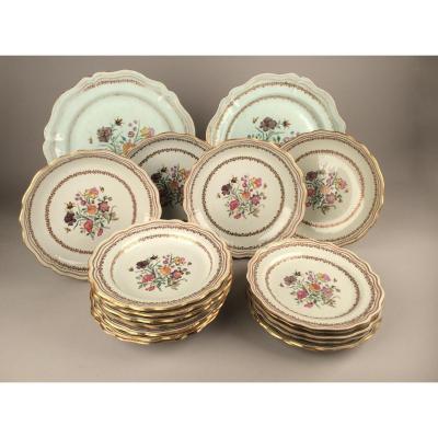 Chine Qianlong. Partie De Service En Porcelaine à Décor Floral XVIIIème Siècle