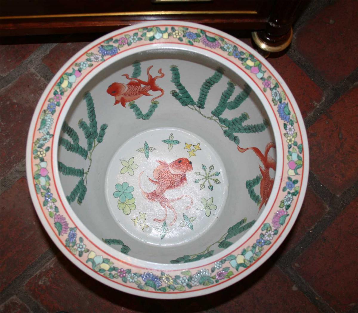 Grande vasque poissons en porcelaine jardini res for Vasque ancienne en porcelaine