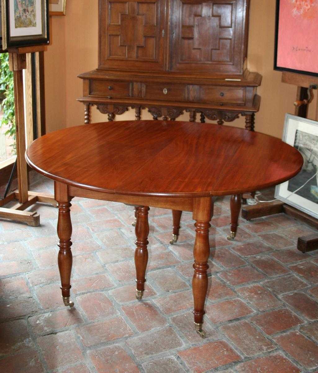 Table ronde six pieds en acajou massif tables salle for Table 6 pieds