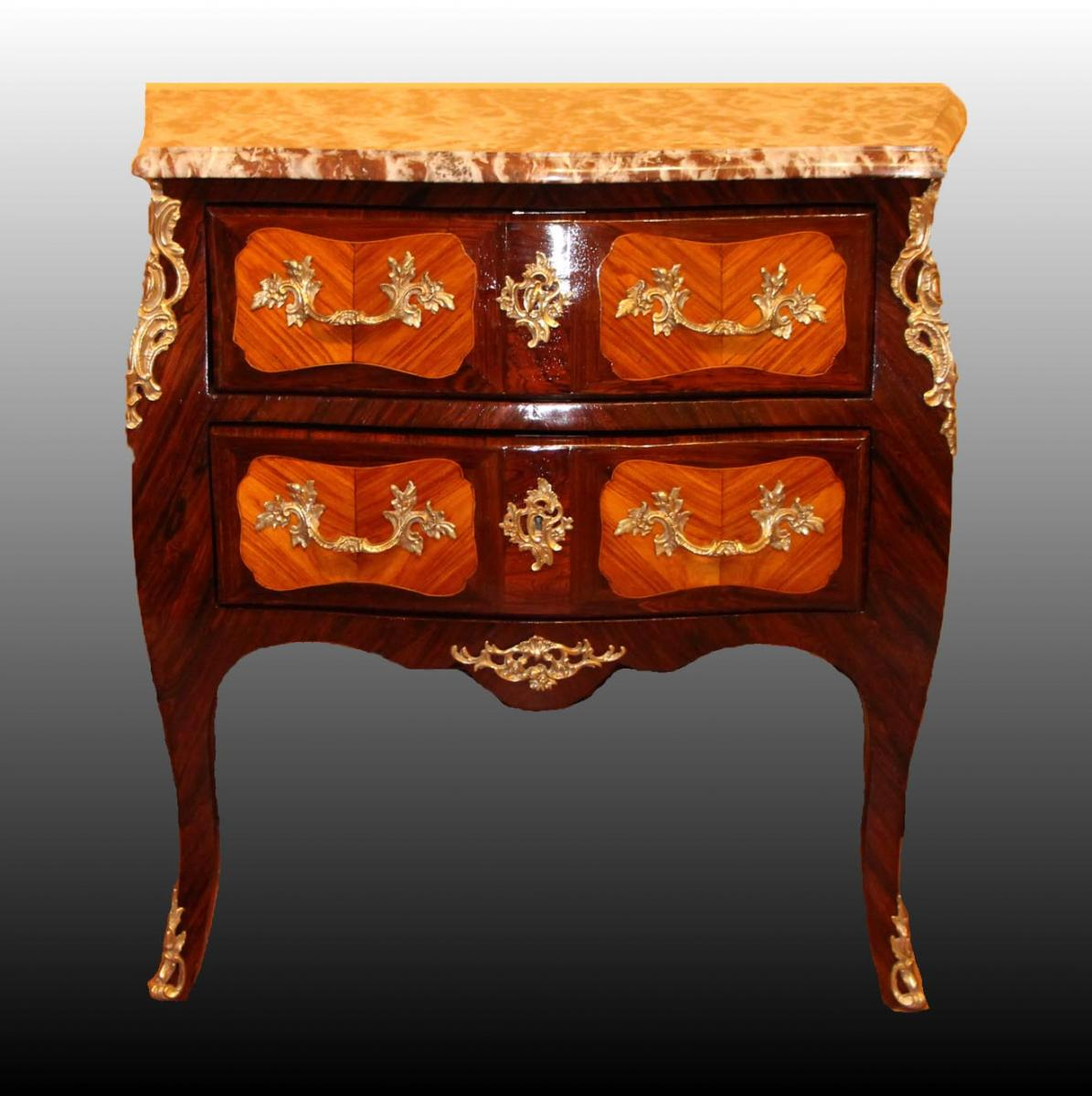 """sauteuse"" Commode Louis XV"