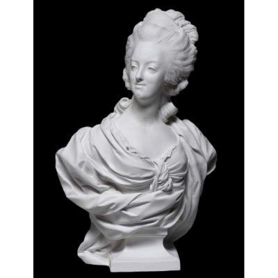 Marie-Antoinette drapée biscuit de Sèvres dite de Wengmüller