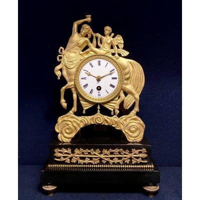 """Pendule Empire """"Au Centaure"""" en bronze doré"""