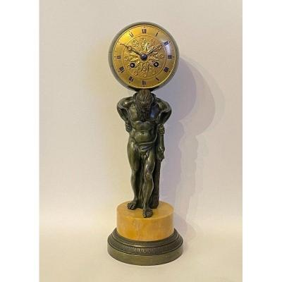 Pendule Empire en bronze ''Atlas soutenant le monde'' (Hercule)