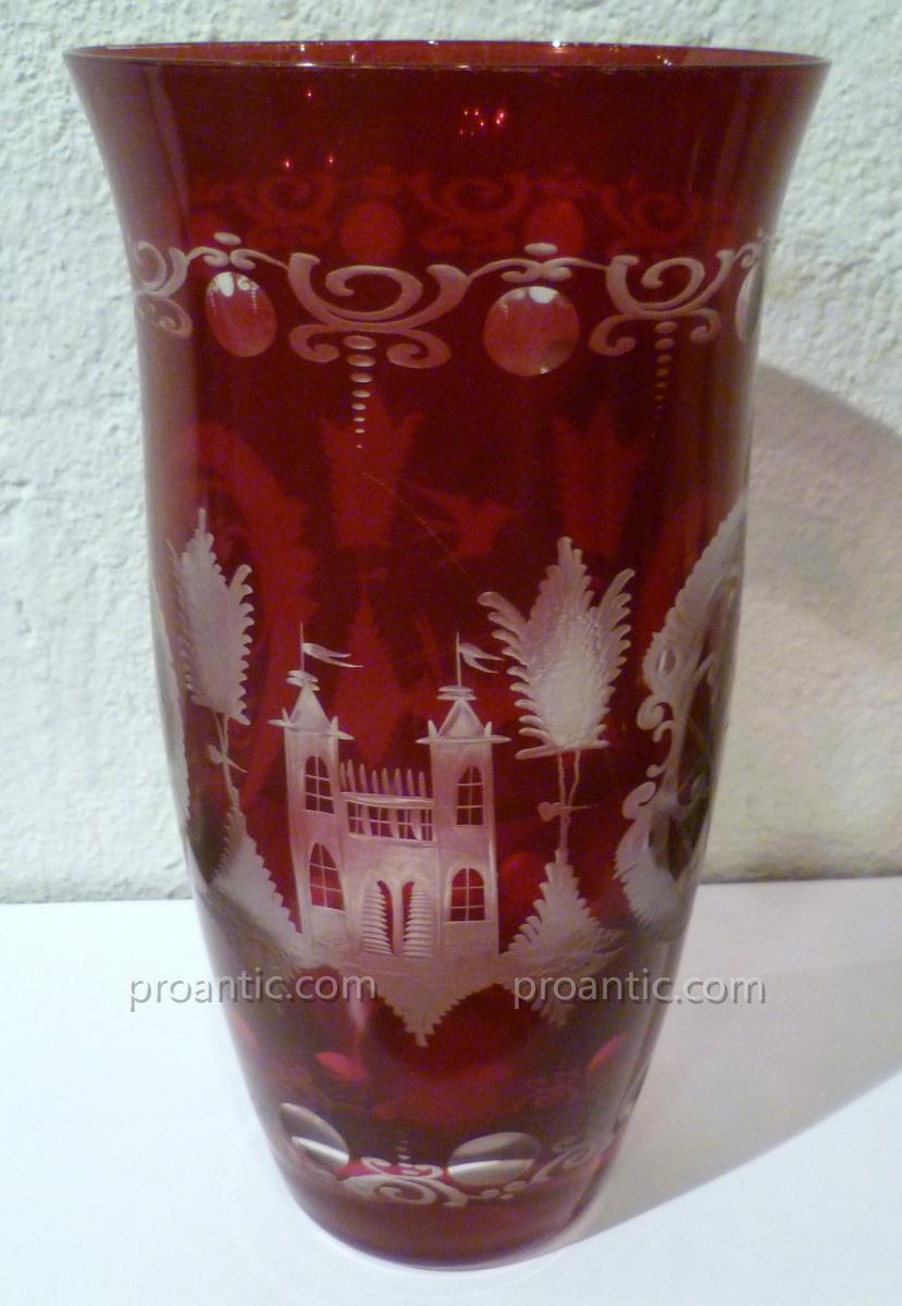 vase en cristal de boh me rouge vases et objets en verre. Black Bedroom Furniture Sets. Home Design Ideas