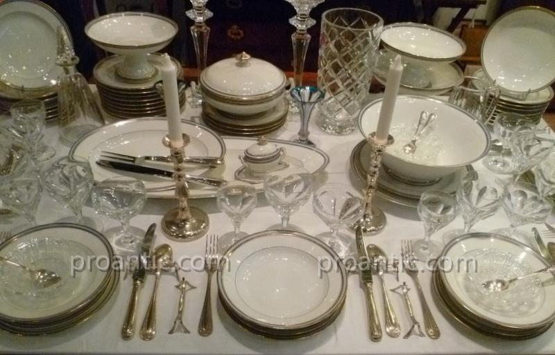 Service De Table En Porcelaine De Paris XIX°