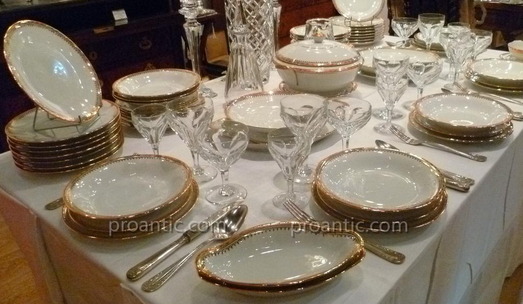 service de table en porcelaine de limoges porcelaines anciennes. Black Bedroom Furniture Sets. Home Design Ideas