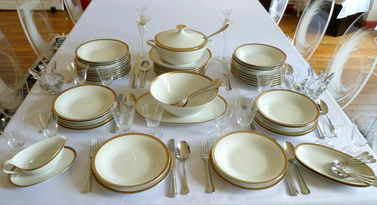 Service De Table En Porcelaine à Décor Doré