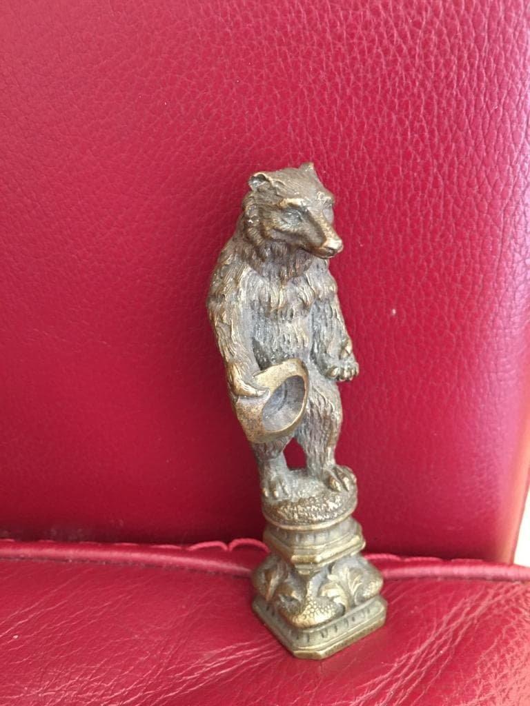 Cachet en bronze Ours savant
