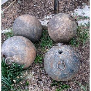 Ensemble Décoratif Composé De 4 Bombes De Mortier Début XIXe