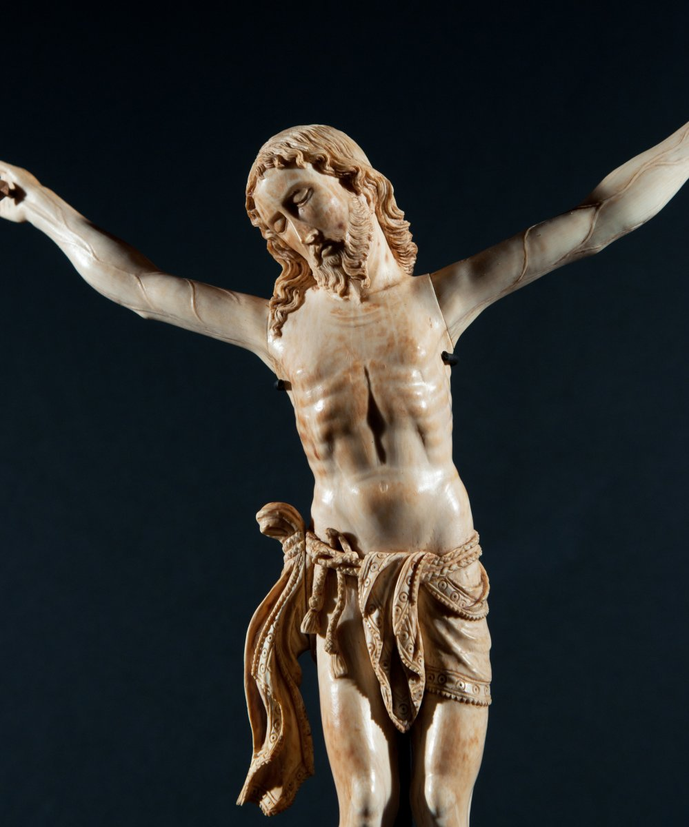 Large Christ In Ivory Carved. 17th Century