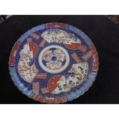 Grand Plat En Porcelaine Du Japon Décor Imari époque XIXe D. 45.5cm