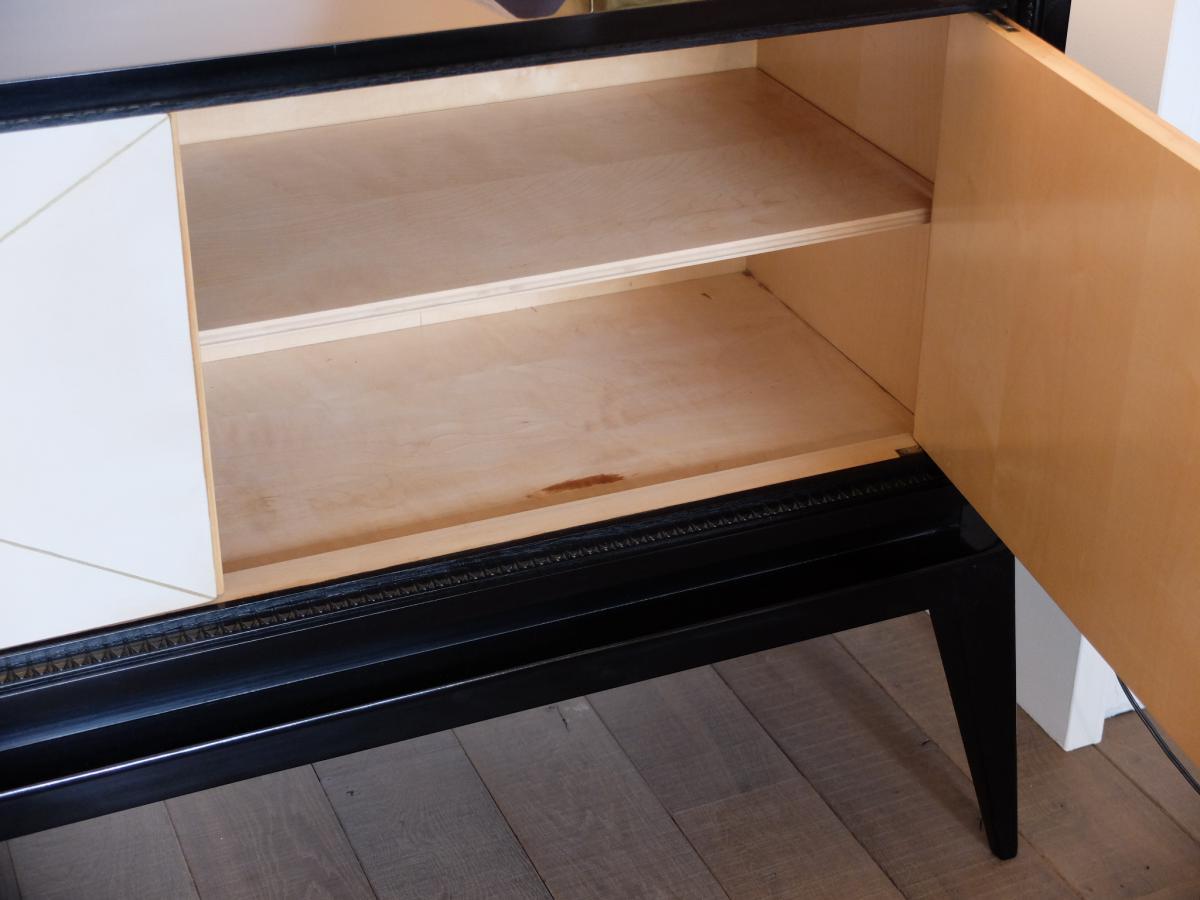 petit buffet bas art d co 1940 50 laqu noir et parchemin. Black Bedroom Furniture Sets. Home Design Ideas
