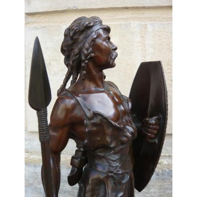 "Sculpture en bronze ""Guerrier gaulois "" de Lévy"