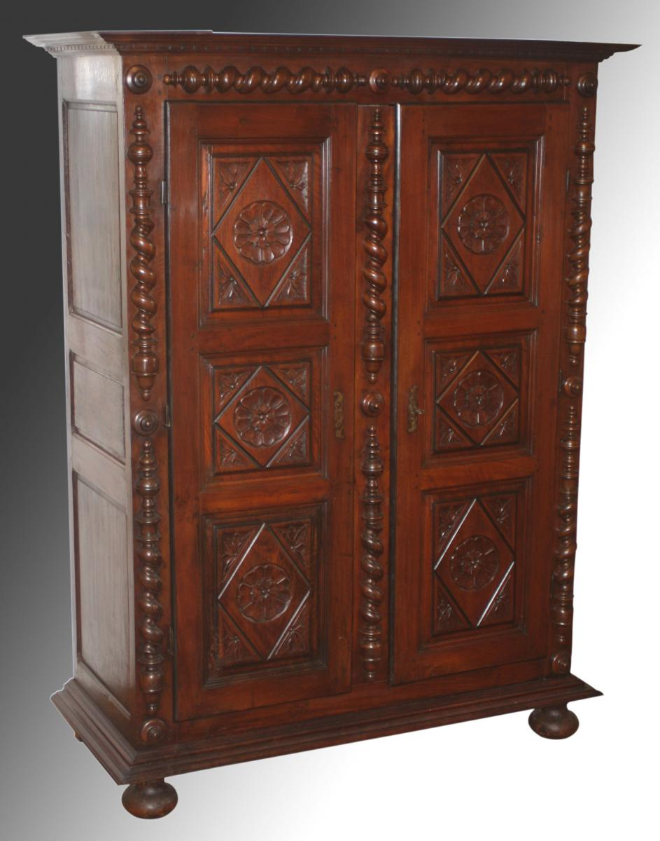 armoire noyer poque louis xiii louis xiv armoires. Black Bedroom Furniture Sets. Home Design Ideas