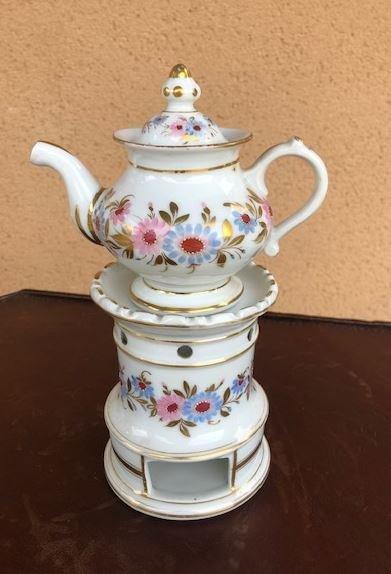 A 19th Century Porcelain Tea Maker